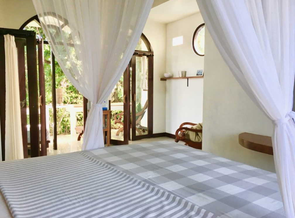 bali-outdoor-homestay-accommodation-seseh-canggu-bed-view