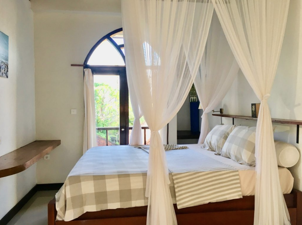 bali-outdoor-homestay-accommodation-seseh-canggu-bed