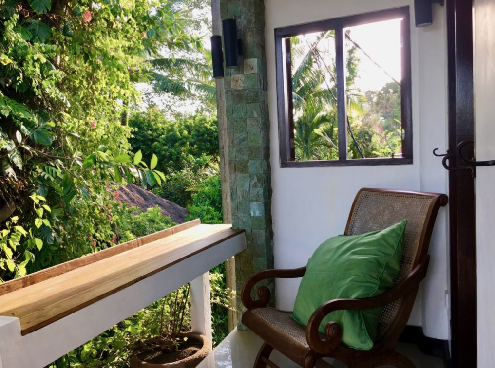 bali-outdoor-homestay-accommodation-seseh-canggu-chair-balcony